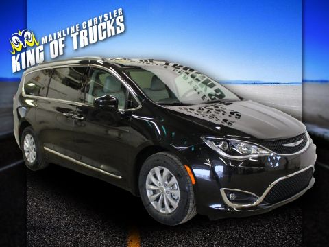 Pre-Owned 2017 Chrysler Pacifica Touring-L With Navigation